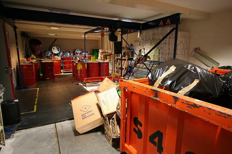sanae_wasteroom