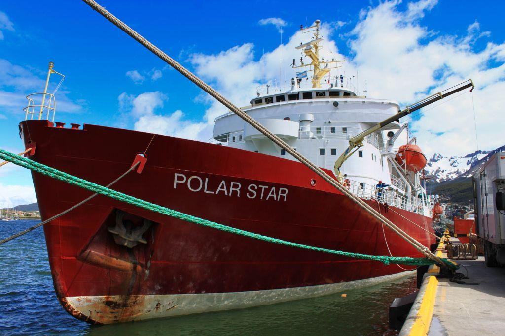 Полар Стар, единственный ледокол США.